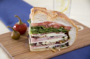 Muffuletta_Sandwich_cropped